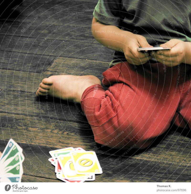 Parkverbot Spielen Holz Holzfußboden Hand Kartenspiel Knie Hose Bodenbelag Sehne uno mau