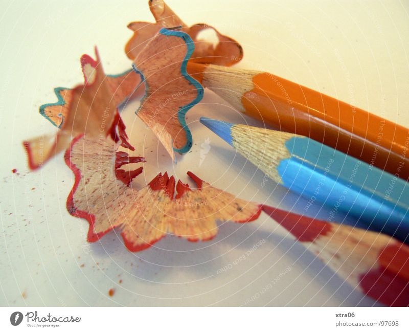 bunt blau rot Zusammensein orange 3 Spitze streichen Dinge Schreibstift zeichnen Farbstift hell-blau gespitzt nebeneinander