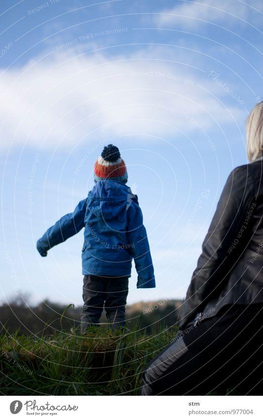 aussicht Freizeit & Hobby Ferne Freiheit wandern Kind Kleinkind Junge Frau Erwachsene Eltern Mutter Familie & Verwandtschaft Kindheit Leben 2 Mensch 1-3 Jahre