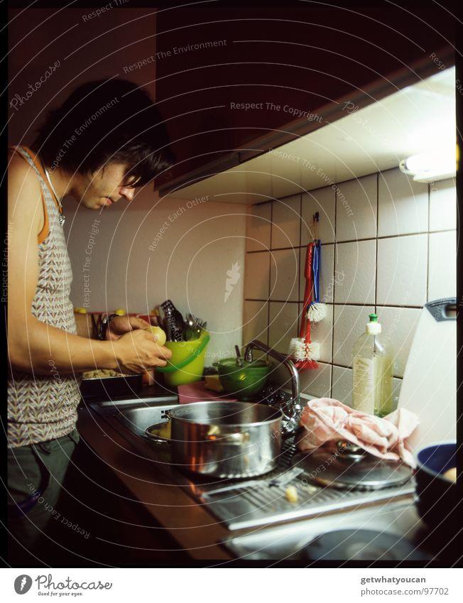 Denn Kochen sollte ein Mann können Mann Ernährung Kochen & Garen & Backen Küche Topf Haushalt Koch geschnitten Herd & Backofen fleißig Kartoffeln Gemüse Küchenspüle Tugend Hausmann