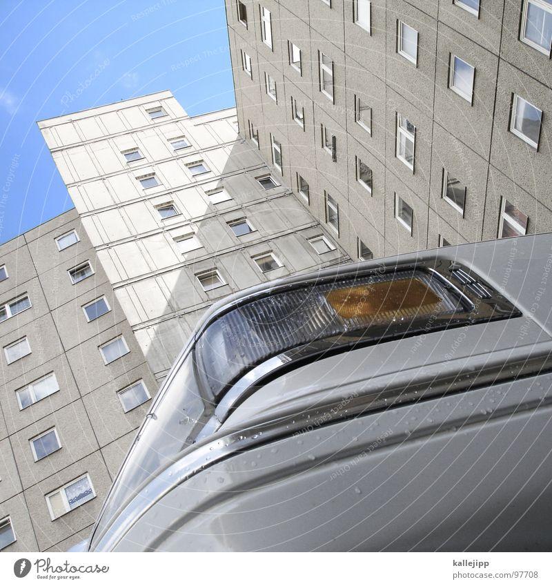 ein ami in berlin 02 Fenster Architektur Berlin Arbeit & Erwerbstätigkeit PKW Tür Arme Armut Burg oder Schloss Bauernhof Veranstaltung Reichtum Amerika reich