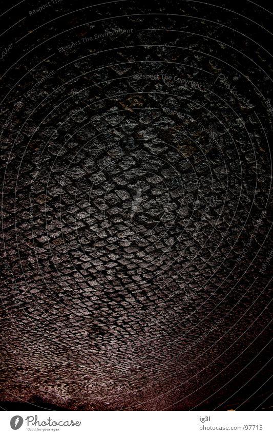 unter steinen Kopfsteinpflaster Straßenbelag pflastern Muster Mosaik Kopfstand falsch ausrichten Färbung rot schwarz hart Untergrund London Underground