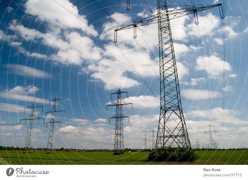 Electric Fields Himmel blau Wolken hoch Industrie Aktion Elektrizität offen dünn Mitte unten Strahlung Bauwerk Strommast Geometrie edel