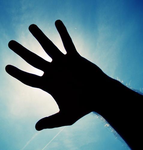 reaching up to the sky!!! Hand Himmel weiß schwarz Gegenlicht Flugzeug Erholung Suche Fragen Zufriedenheit Sicherheit fangen Verkehrswege Anpassung blau