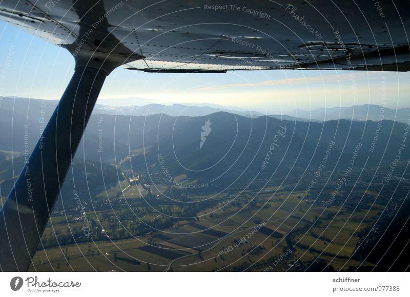 Heiligs Blechle Ferne Berge u. Gebirge fliegen Luftverkehr Aussicht Flugzeug Tragfläche Fensterblick Tal Fluggerät Schwarzwald Überblick Bergkette