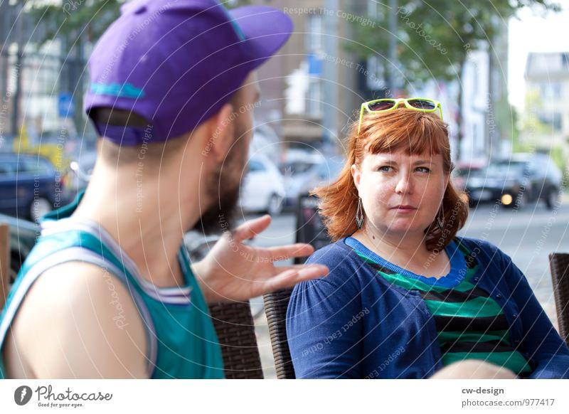 Im Stadtcafé Frau Mensch Jugendliche Mann Junge Frau Junger Mann Freude 18-30 Jahre Erwachsene Lifestyle Leben sprechen feminin Stil Freundschaft Zufriedenheit