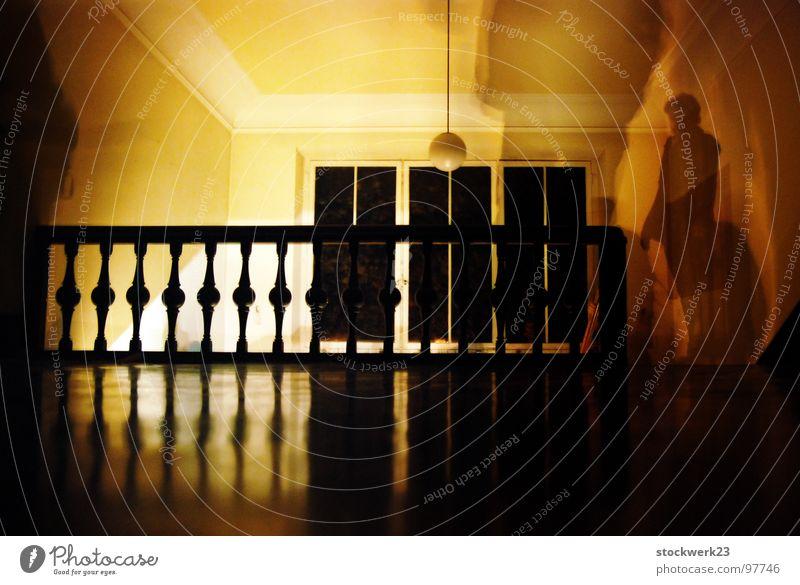 your ghost Mensch dunkel Angst leer Vergänglichkeit Wachsamkeit Geländer Panik Treppenhaus Villa