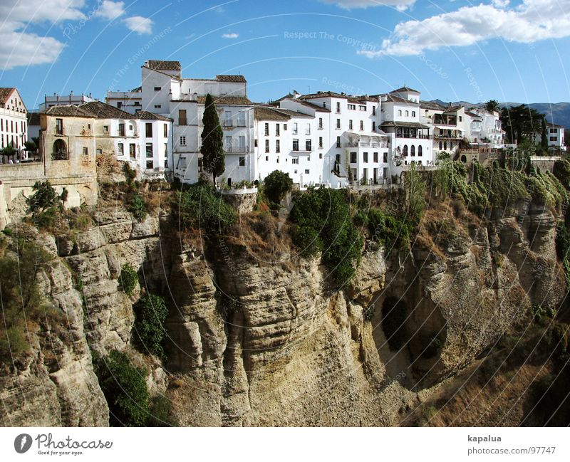 Ronda, Costa del Sol Malaga Spanien Haus Stadt Schlucht Europa Berge u. Gebirge Felsen Himmel Sonne