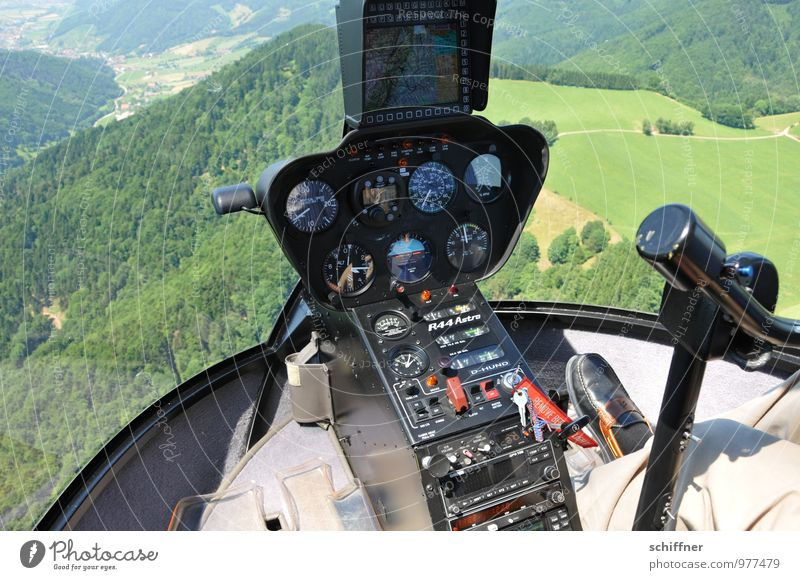 Höhenmesser Fuß Umwelt Natur Landschaft Pflanze Wiese Feld Wald Berge u. Gebirge Luftverkehr Hubschrauber Cockpit Pilot fliegen grün Messinstrument Anzeige