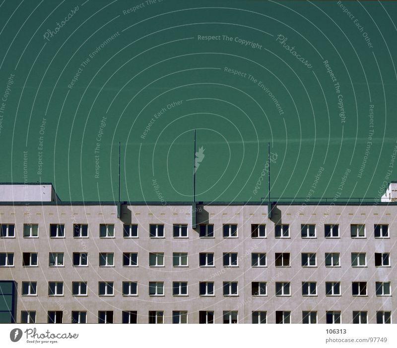 GELDWÄSCHEREI Dinge Kapitalwirtschaft Finanzamt Stadt Fenster Dresden Verbindung Schönes Wetter Betonklotz gefangen eng Platz Höhle Gebäude Antenne Bauwerk