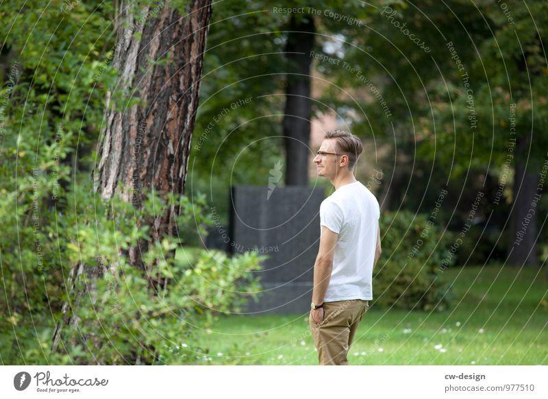Mann im Park elegant Stil Freude harmonisch Wohlgefühl Zufriedenheit Erholung ruhig Mensch maskulin Junger Mann Jugendliche Erwachsene Leben 1 18-30 Jahre