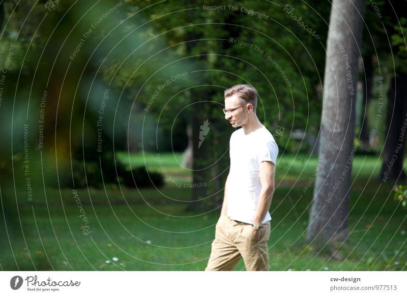 Robert im Park Mensch Natur Jugendliche Mann grün weiß Sommer Landschaft Junger Mann 18-30 Jahre Erwachsene Leben Wiese Stil Garten gehen