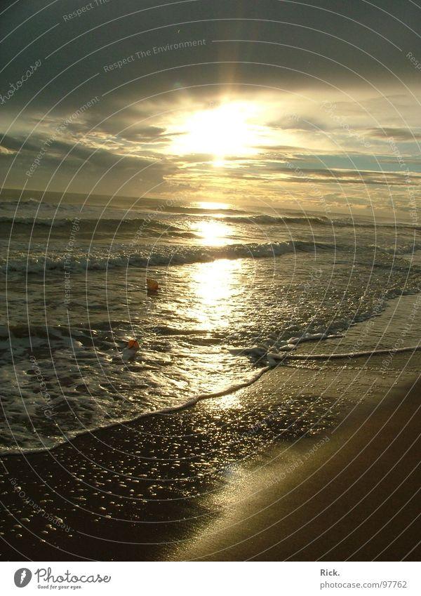 .Sunset before the Storm Himmel blau Wasser Ferien & Urlaub & Reisen Sonne Sommer Meer Strand Wolken gelb Erholung Gefühle Sand See Stimmung Beleuchtung