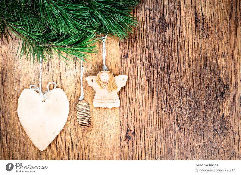 grün natürlich Hintergrundbild Holz Feste & Feiern Dekoration & Verzierung Textfreiraum authentisch einzeln Herz einzigartig Schnur Jahreszeiten Zweig Engel