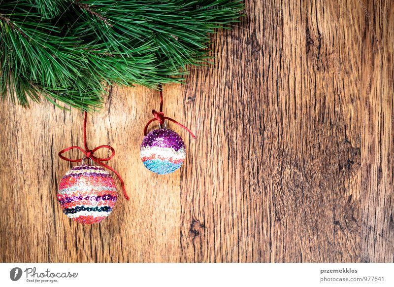 grün natürlich Hintergrundbild Holz Feste & Feiern Dekoration & Verzierung Textfreiraum authentisch einzigartig Schnur Jahreszeiten Zweig Tradition altehrwürdig