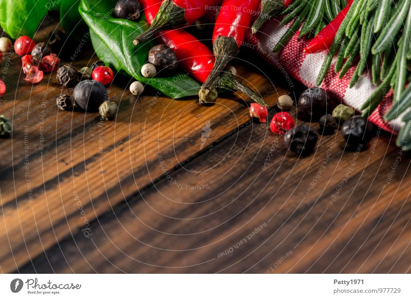 Scharf Lebensmittel Kräuter & Gewürze Basilikum Rosmarin Pfefferkörner Peperoni Chili Ernährung Bioprodukte Vegetarische Ernährung Italienische Küche