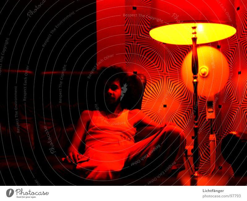 Chillout Mann rot schwarz Lampe Sofa Club Ventilator