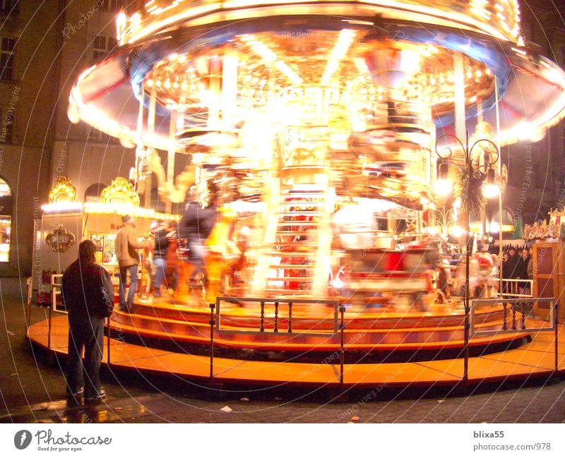 Karussell - Leipzig Nachtaufnahme Weihnachtsmarkt Langzeitbelichtung Licht Drehung drehen Dinge Bewegung Weihnachten & Advent Unschärfe roundabout movement