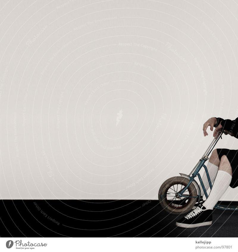 heisser ofen Wand Speichen beweglich lässig Strümpfe Shorts Turnschuh Mann maskulin Hand Finger Hose kurz Tanzfläche Teppich Raum Jugendliche martin vehickel