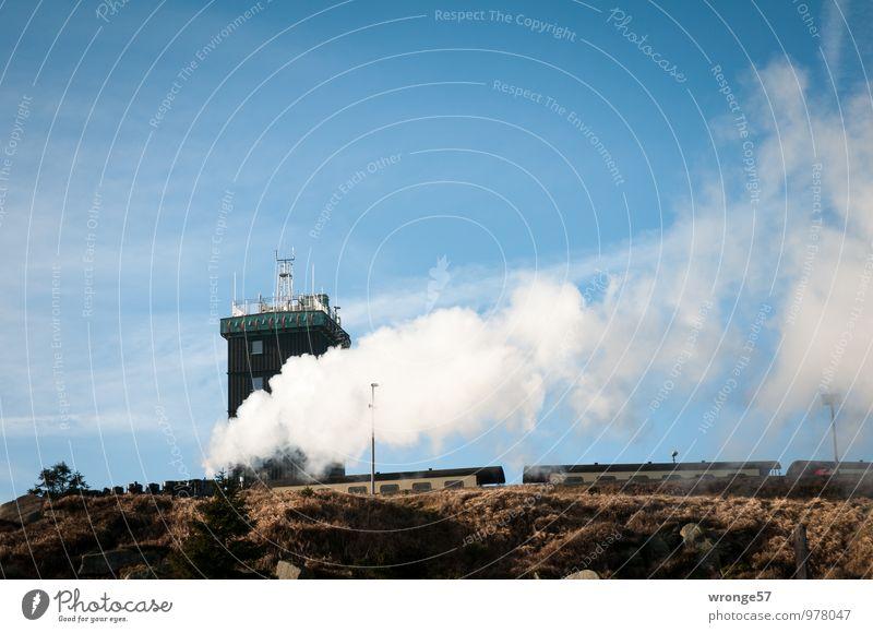Unter Dampf Ferien & Urlaub & Reisen blau Wolken schwarz Berge u. Gebirge braun Eisenbahn Gipfel fahren Blauer Himmel Verkehrsmittel Wasserdampf Bahnsteig