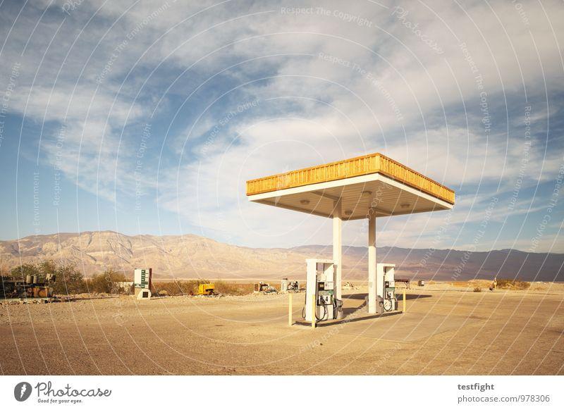 tankstelle Arbeitsplatz Umwelt Natur Landschaft Wolken Sonne Sonnenlicht Sommer Wüste Death Valley National Park Verkehr Straße alt historisch Tankstelle