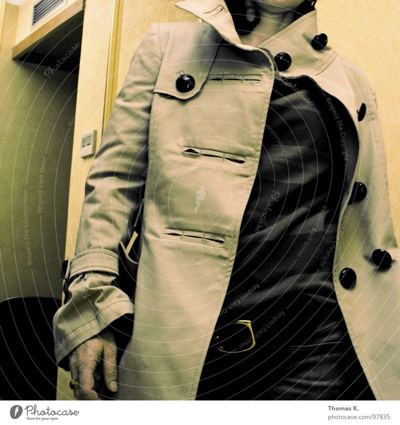 Knopfreihen Frau Mensch Wand Haare & Frisuren Raum Rücken Ladengeschäft Jacke Schulter Knöpfe rückwärts Ankleidezimmer