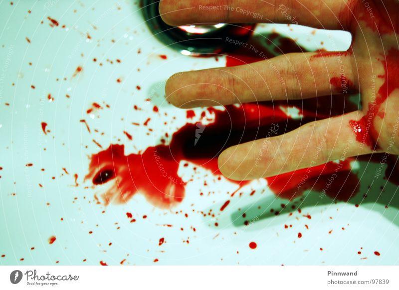 bloodshot II weiß rot Tod Gras gefährlich kaputt gruselig Krieg Rauschmittel Seite Zerstörung verloren Blut seltsam Biologische Landwirtschaft Furche
