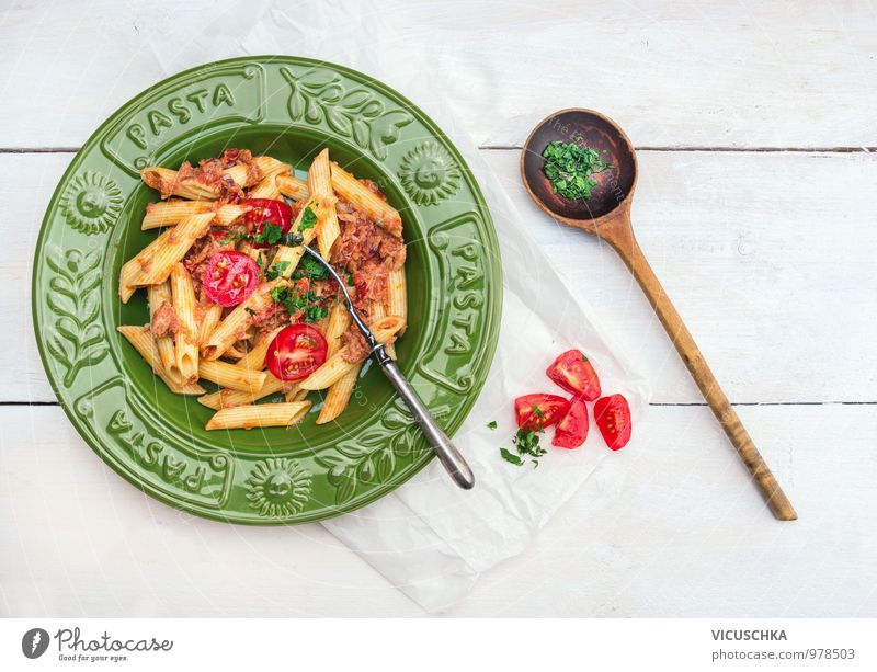 Penne Pasta mit Thunfisch und Tomatensauce in grünem Teller weiß Gesunde Ernährung Stil oben Lebensmittel Design Perspektive Tisch Kochen & Garen & Backen Fisch
