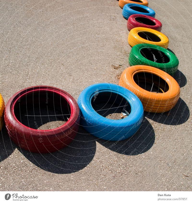 Gib Gummi! rund geschlossen Asphalt Teer rau Autoreifen mehrfarbig Vielfältig Verschiedenheit fahren Go-Kart Spielen Spielplatz hüpfen verbinden Vernetzung
