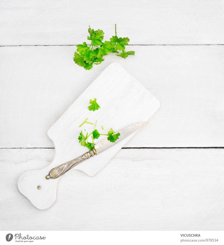 Petersilie Blätter auf weißem Schneidebrett Gesunde Ernährung Stil hell Lebensmittel Lifestyle Freizeit & Hobby Design Tisch Küche Kräuter & Gewürze Messer