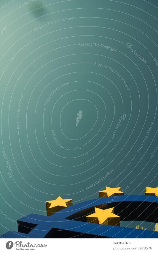 Euro Business Fassade Frankfurt am Main Eurozeichen Stern (Symbol) Europa Wolkenloser Himmel himmelwärts Ferne himmelgrün Textfreiraum Geld einheitlich