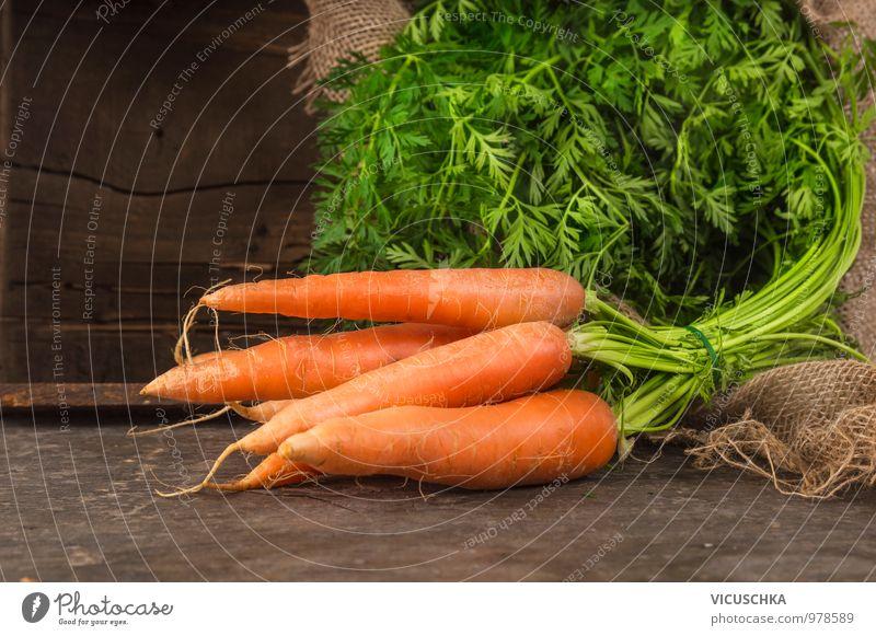 Karotten Bund Lebensmittel Gemüse Ernährung Bioprodukte Vegetarische Ernährung Diät Stil Design Möhre Bündel Blatt grün frisch Ernte Garten Holz Kiste Sack