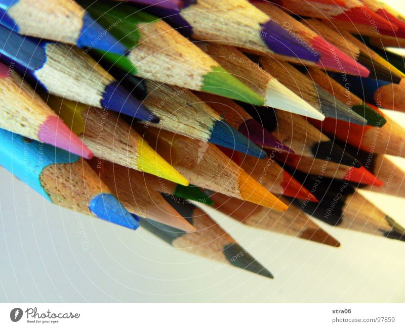 was darf ich jetzt ausmalen? Farbe Holz Zusammensein verrückt mehrere Spitze Dinge streichen viele zeichnen Schreibstift Regenbogen Haufen Farbstift Wurfspieß