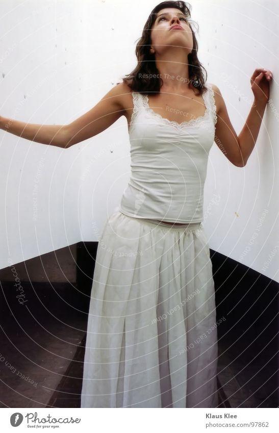 Emotion -II- Frau Himmel Jugendliche schön weiß Hand Fenster Auge Traurigkeit Gefühle Bewegung Wege & Pfade Spielen Denken Haare & Frisuren fliegen