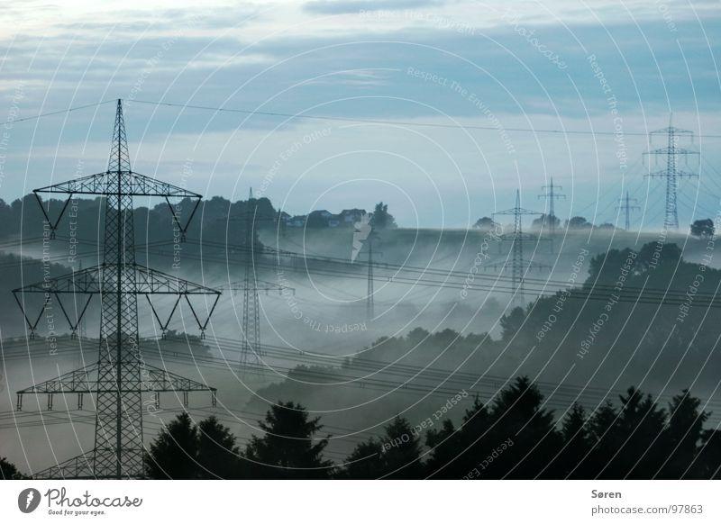 keine Ahnung Elektrizität Holz Nebel Sauerland Wald Erholung Landschaft Energiewirtschaft Klima Kabel Strommast blau