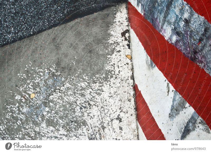 Grenzerfahrung Verkehrswege Straße Wege & Pfade Straßenrand Poller Beton Schilder & Markierungen Linie bedrohlich eckig grau rot weiß gefährlich Partnerschaft
