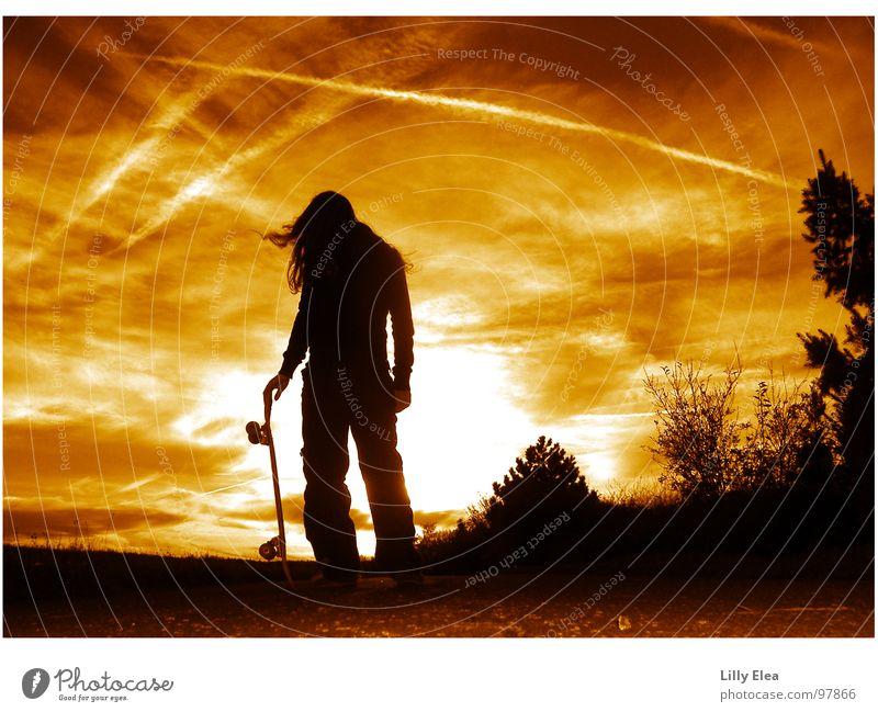 skaten vor dem abendhimmel Mut rot gelb Abenteuer Farbe Himmel Abenddämmerung orange Skatergirl Skateboarding Schatten Rolle sonneuntergang sun Parkdeck