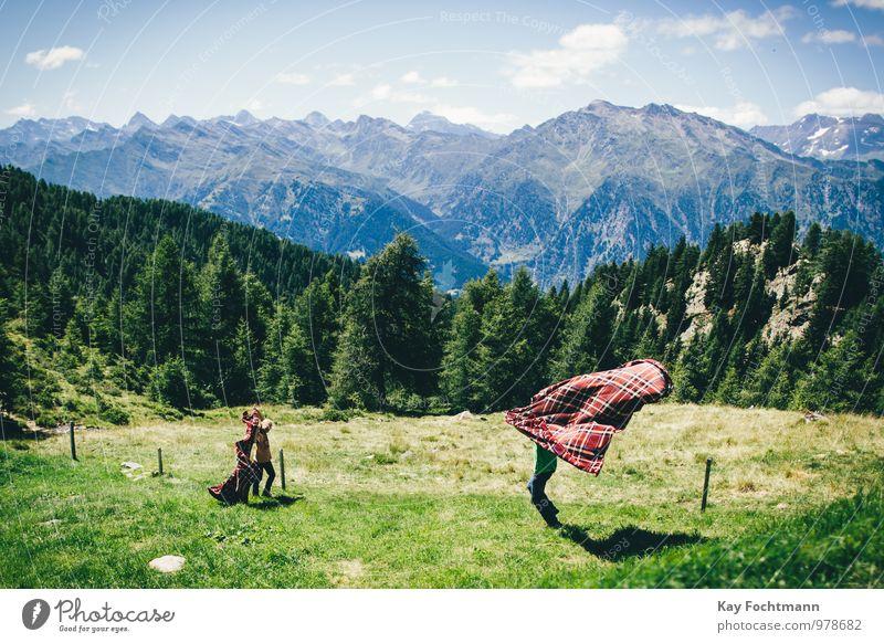 ° Mensch Himmel Kind Natur Sommer Baum Landschaft Freude Ferne Berge u. Gebirge Leben Junge Spielen Freundschaft Familie & Verwandtschaft Tourismus