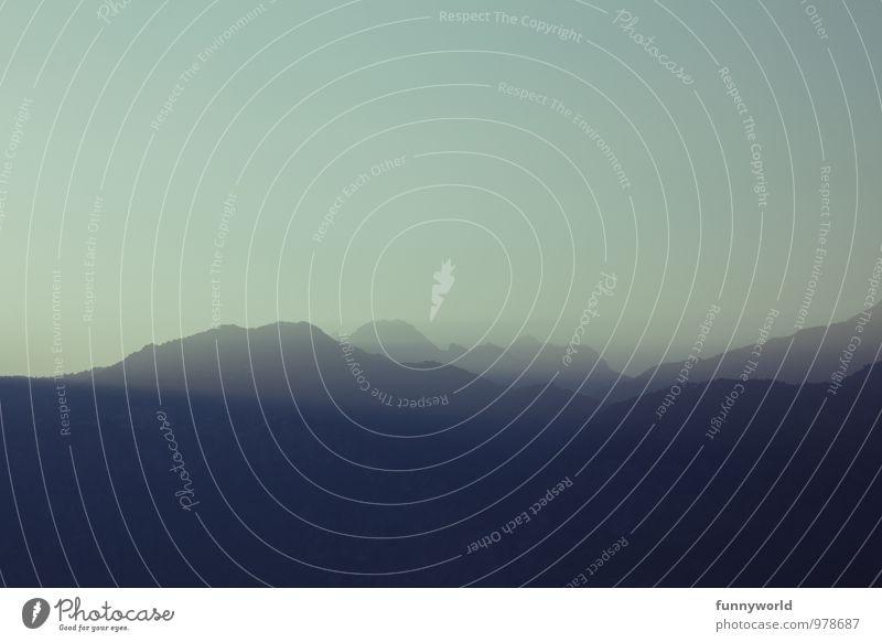 irgendwo da draußen... Schönes Wetter Nebel Alpen Berge u. Gebirge Einsamkeit Dunst Ferne Fernweh Ferien & Urlaub & Reisen Freiheit Stimmung Sehnsucht