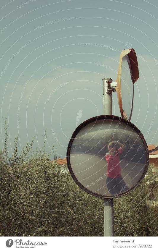 Hi. Junge Frau Jugendliche Italien Spiegel Fotokamera eitel Fotografieren Spiegelbild egoistisch Verkehr konvex Selfie Farbfoto Außenaufnahme Textfreiraum oben