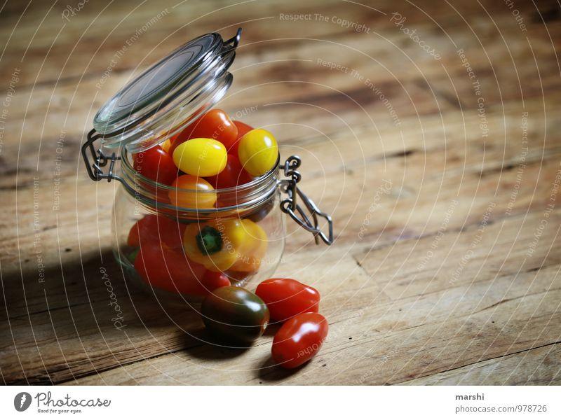GemüseAllerlei rot Gesunde Ernährung gelb Gesundheit Essen Lebensmittel Küche Bioprodukte Vitamin Tomate Vegetarische Ernährung Holztisch Paprika konservieren