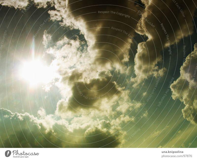 donnerwetter Sommer Sonne Himmel Wolken blau gelb grün blenden Regenwolken vor dem sturm Licht Sonnenstrahlen