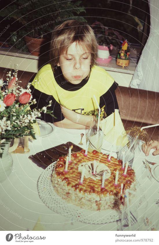 Geburtstagstortenauspusten Mädchen Kindheit 8-13 Jahre retro Geburtstagswunsch blasen Kerze Achtziger Jahre kurzhaarig Feste & Feiern Kindergeburtstag Farbfoto