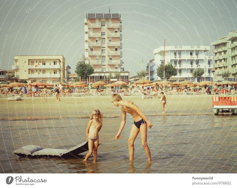 Nein. Lass mich. Mensch Kind Ferien & Urlaub & Reisen Jugendliche Meer Junger Mann Mädchen Liebe klein Schwimmen & Baden Tourismus Kindheit groß Italien
