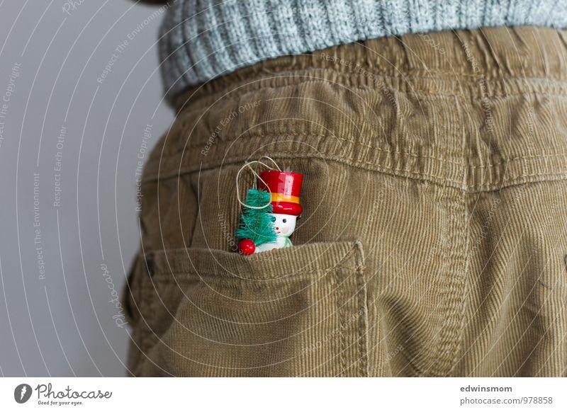 Es weihnachtet Mensch Kind Weihnachten & Advent Winter klein maskulin Dekoration & Verzierung stehen Kindheit warten lernen Freundlichkeit Neugier Kitsch Hose Vorfreude