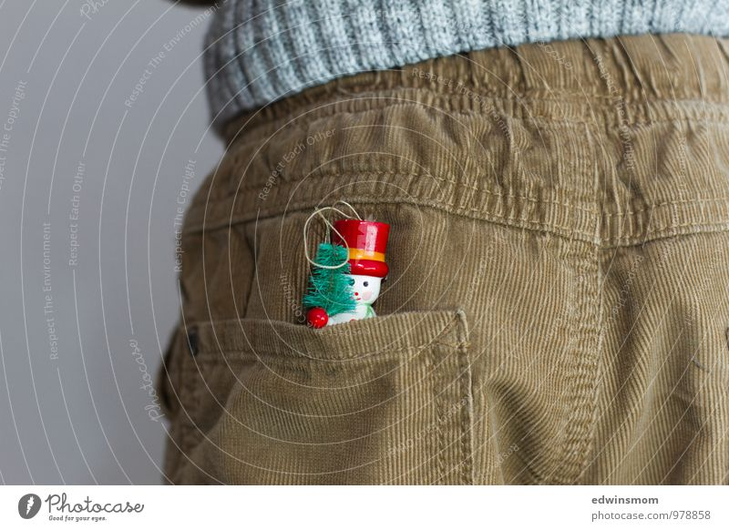 Es weihnachtet Mensch Kind Weihnachten & Advent Winter klein maskulin Dekoration & Verzierung stehen Kindheit warten lernen Freundlichkeit Neugier Kitsch Hose