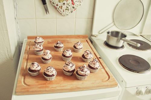 ich habe gebacken! dunkel Lebensmittel süß Kochen & Garen & Backen lecker Süßwaren Backwaren Teigwaren Dessert Muffin Bäckerei Cupcake Milcherzeugnisse Törtchen