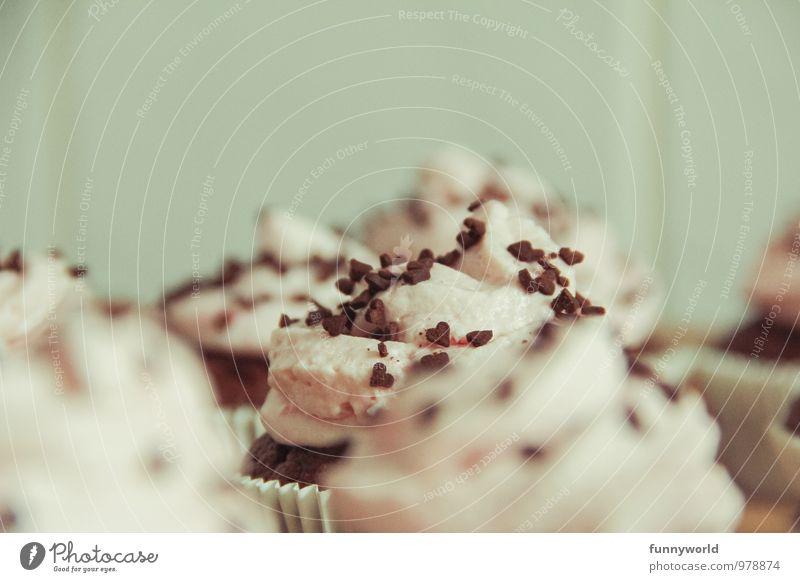 Den da! Lebensmittel Milcherzeugnisse Teigwaren Backwaren Süßwaren Muffin Cupcake Schokoladenstreusel Duft lecker süß Sahne Törtchen Farbfoto Innenaufnahme