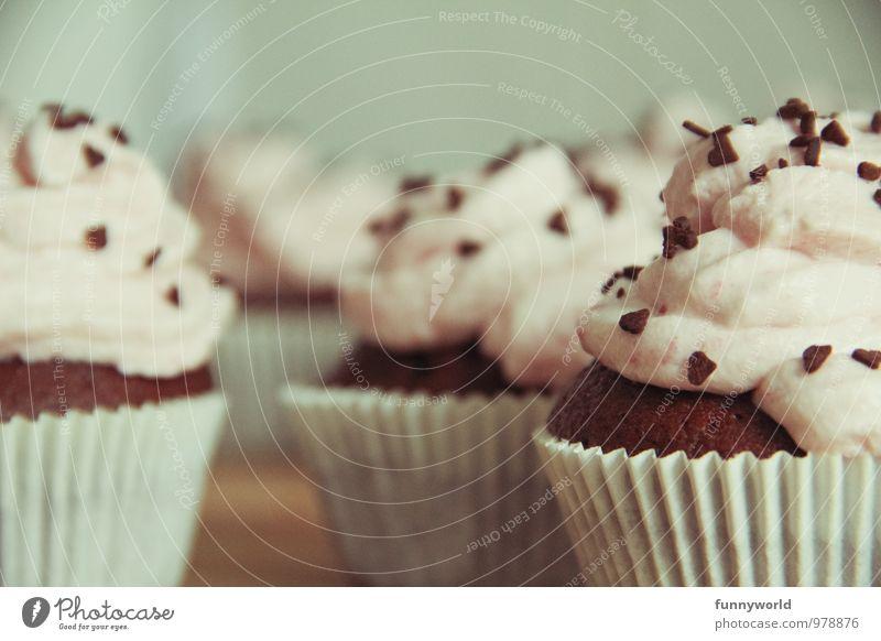 100 Sahneschnitten! \o/ yay Dessert Süßwaren Muffin Cupcake Streusel Schokoladenstreusel Laster Glück Völlerei gefräßig Backwaren genießen ansprechend lecker