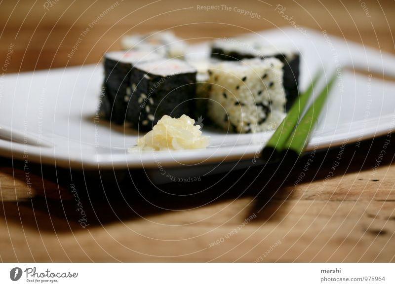 SUSHI GINGER Lebensmittel Ernährung Essen Mittagessen Büffet Brunch Fastfood Fingerfood Sushi Asiatische Küche Gefühle Stimmung Essstäbchen Ingwer Teller